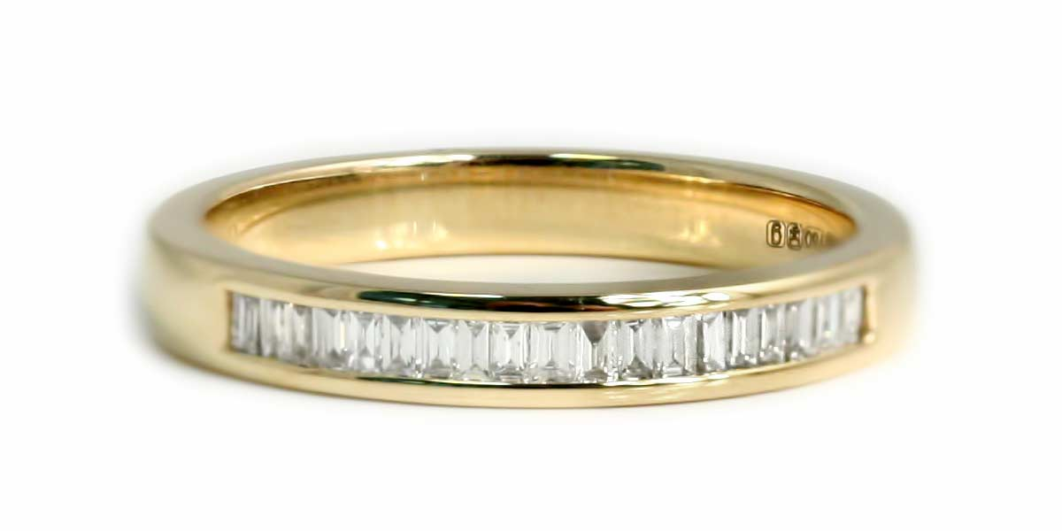 afec4031fe54b5 18CT YELLOW GOLD BAGUETTE CUT DIAMOND CHANNEL SET HALF ETERNITY RING.  DIAMOND WEIGHT 0.20CT